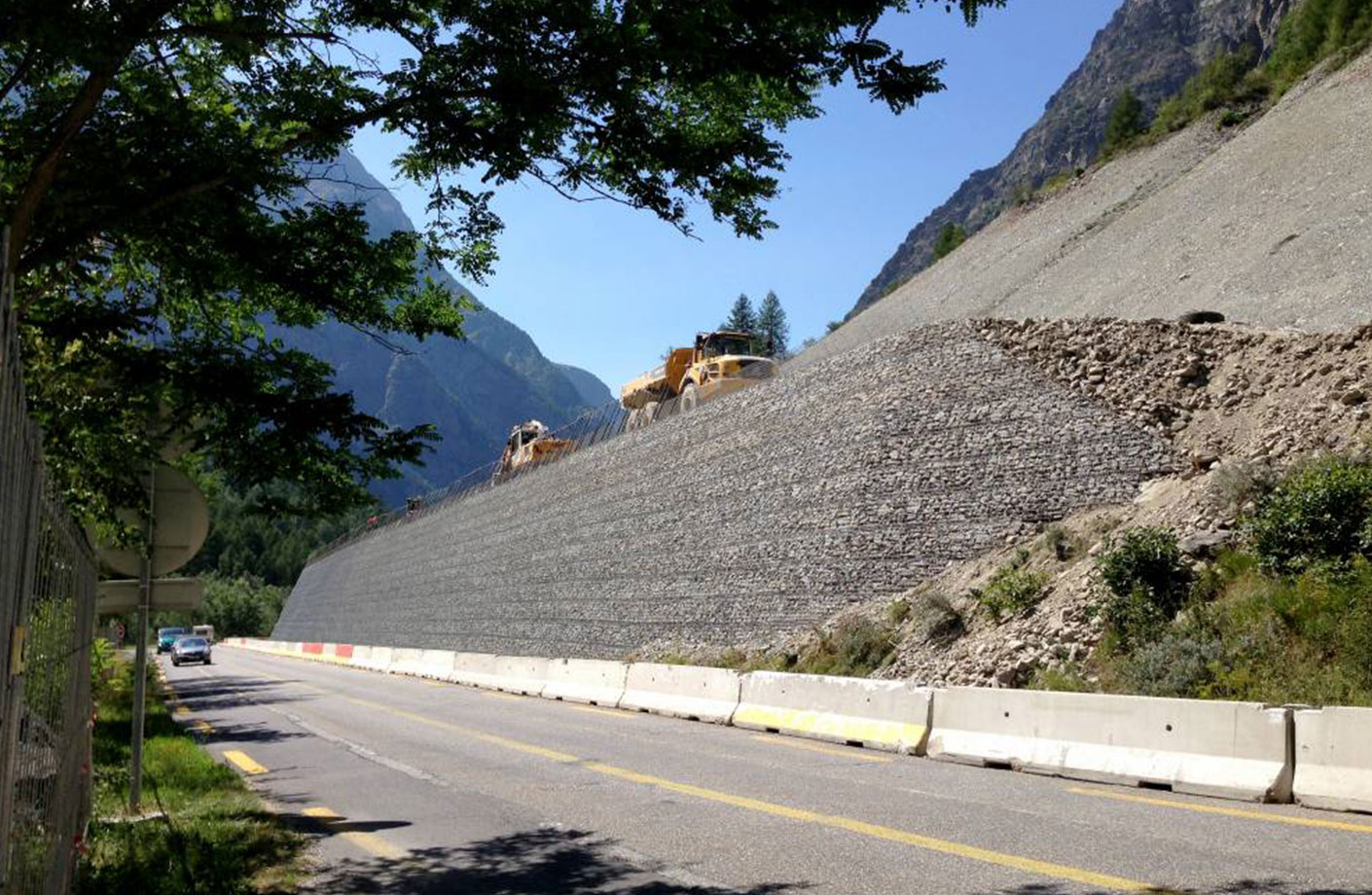 Geosynthetics for building rockfall bunds